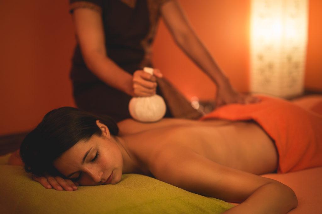 baimai-thajská bylinková masáž